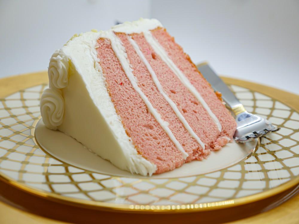 Strawberry vanilla cake slice Slice