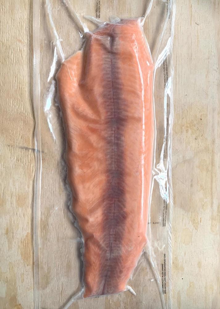 Salmon premium filete sin piel sellado al vacío entre 500-700 gramos
