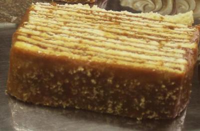 Porción torta panqueque, manjar, lúcuma y nuez 150 gramos