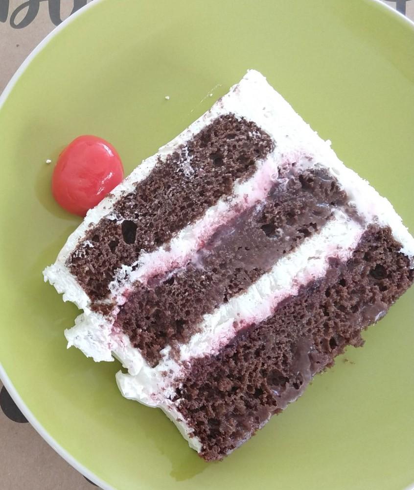 Porción torta selva negra 150 gramos