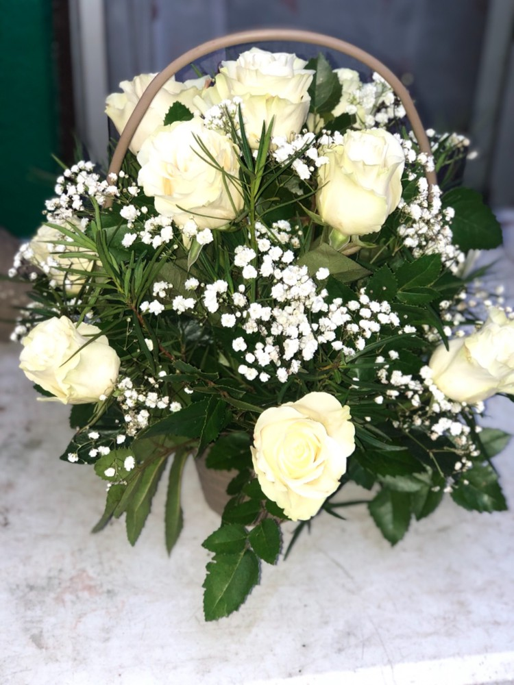 Canasto de rosas Blancas