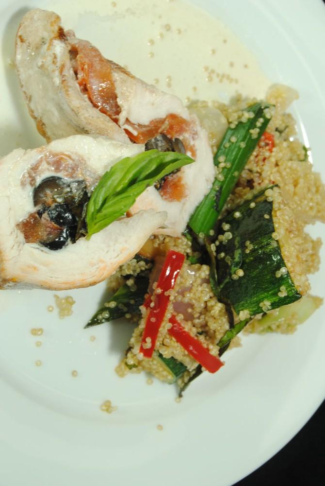Pechuga rellena con quinoa mediterranea Plato individual