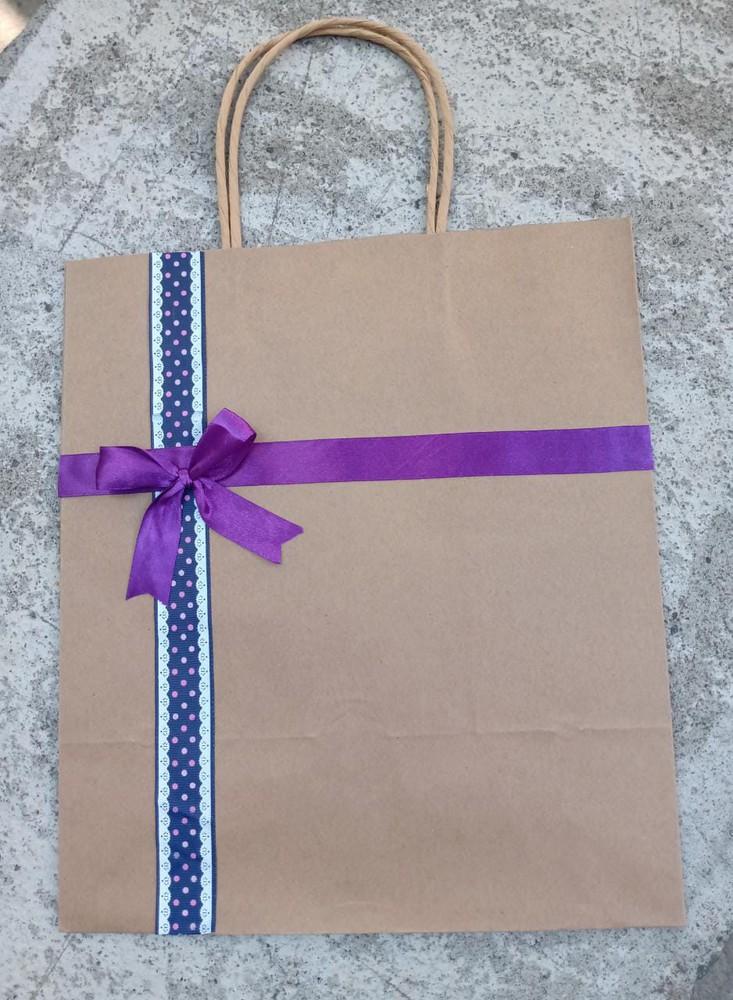 Bolsa de regalo cinta morada 30x26x16 cm