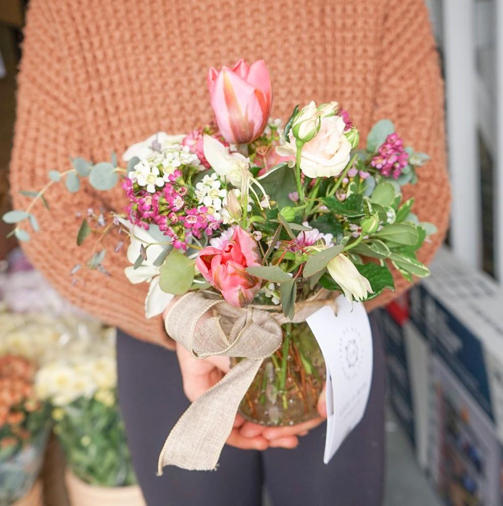 Short mother's day vase arrangement - small 1 pc