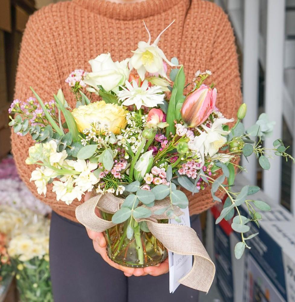 Short mother's day vase arrangement - large 1 pc