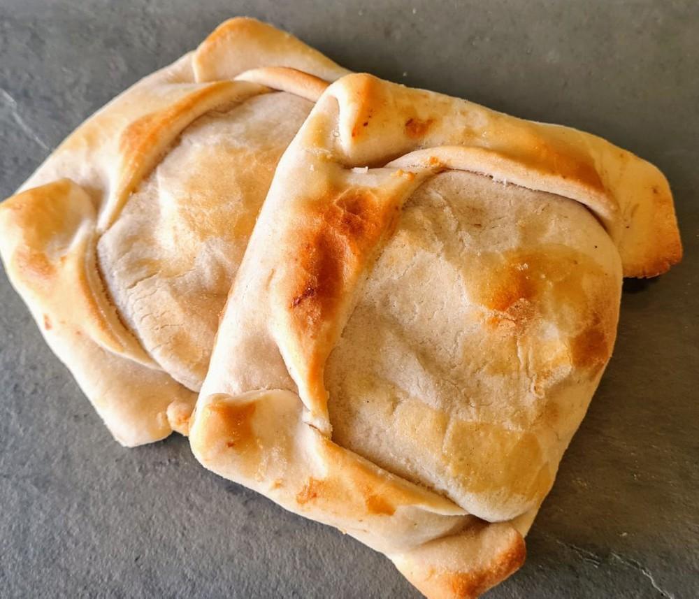 Empanada Mechada Queso granel