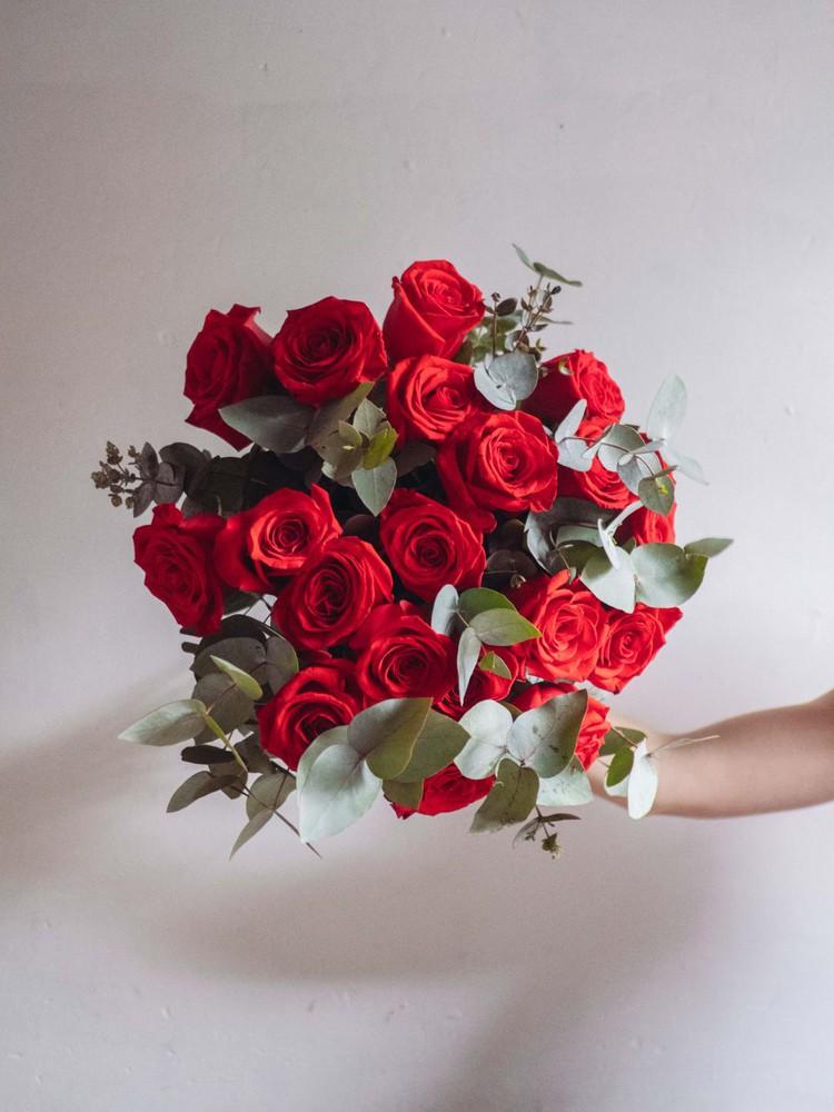 Rosas rojas  12 u 12 varas