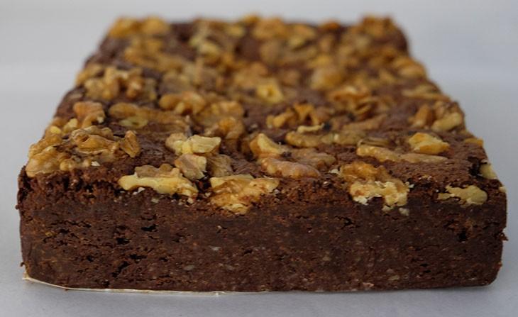 Brownie de chocolate amargo con nueces integral. Bloque de 15x20 cms., 1.100 gramos.