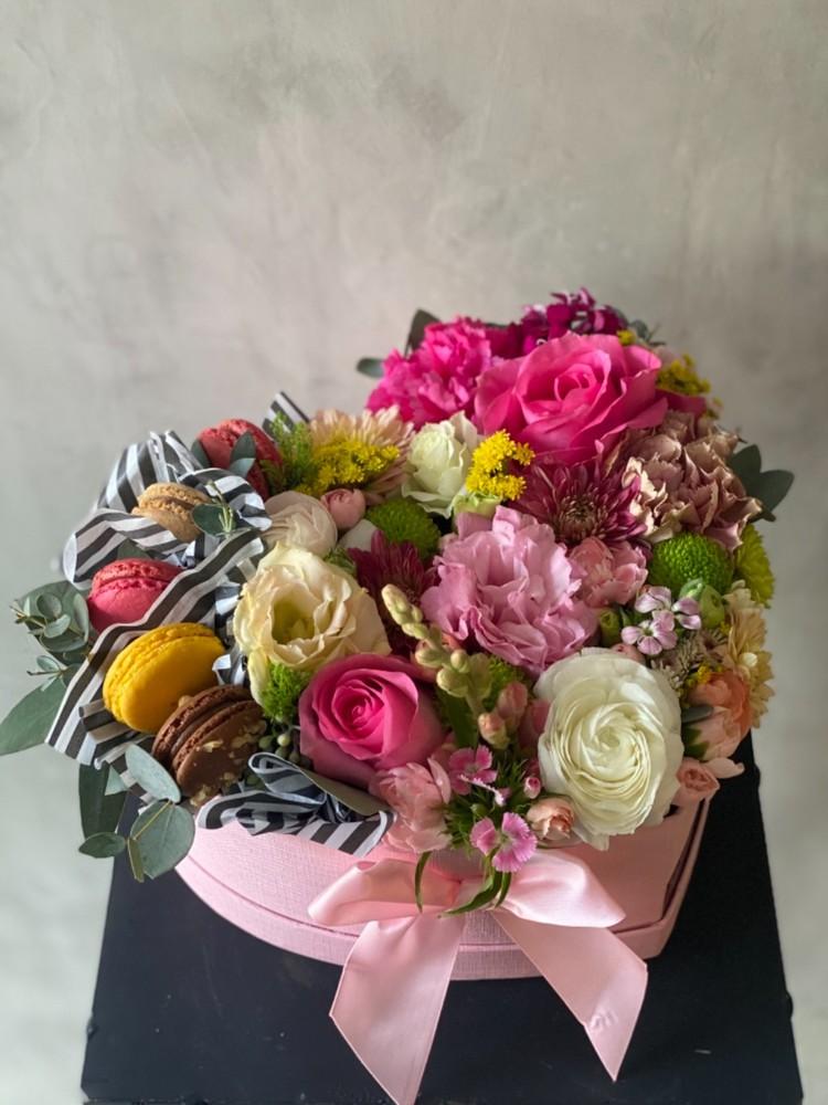 Corazón con flores y macarrones S Caja S