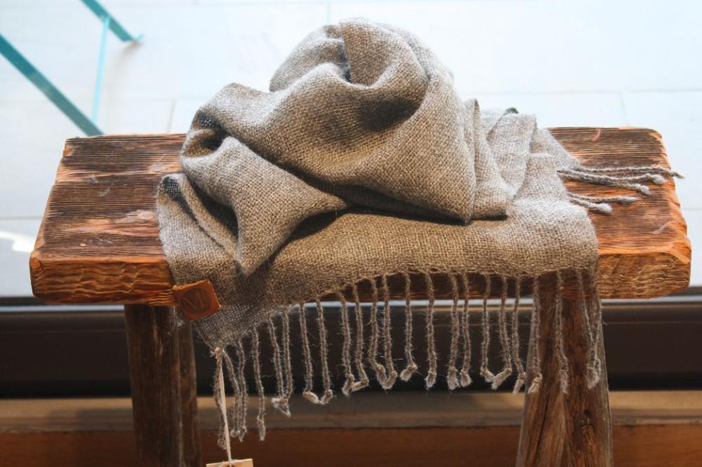 Bufanda de alpaca gris