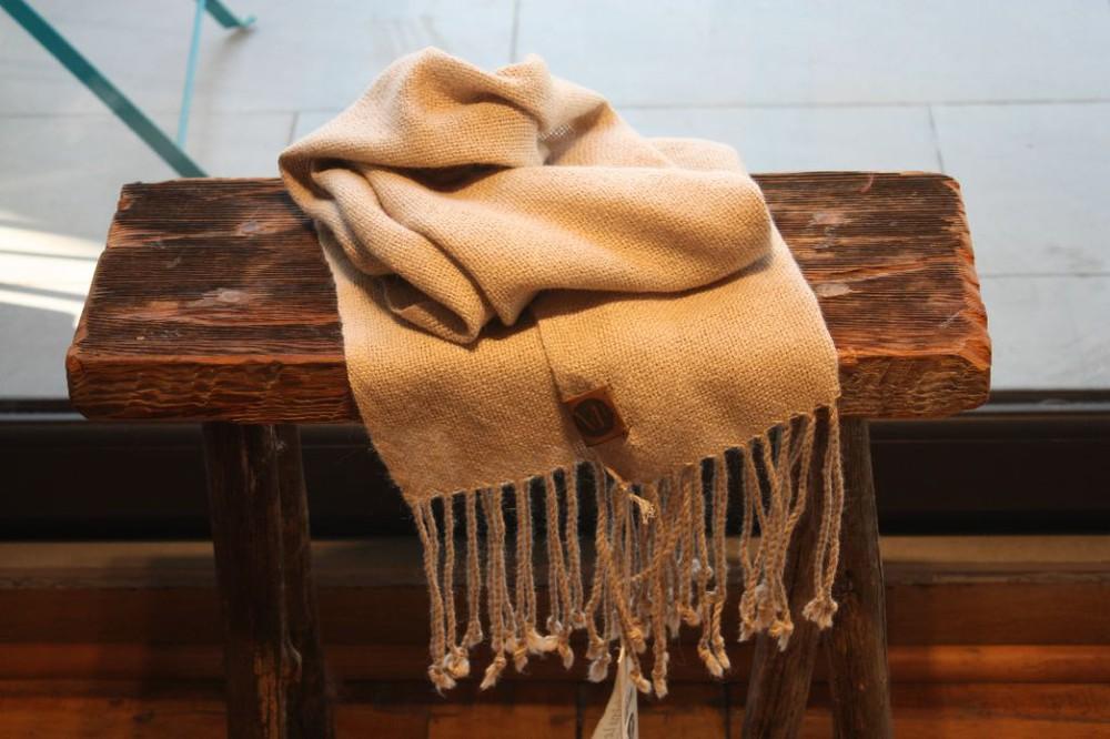 Bufanda de alpaca beige