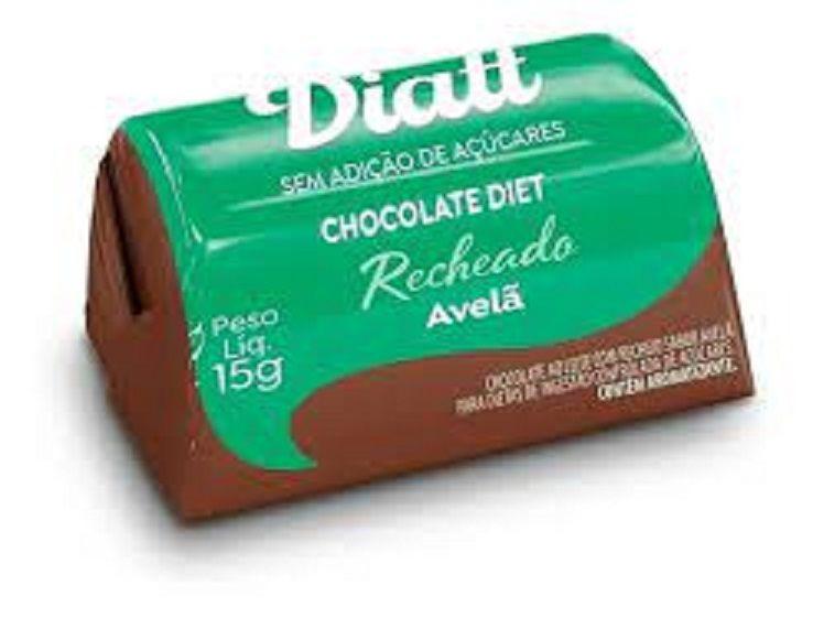 Bombom de chocolate diet recheado com avelã