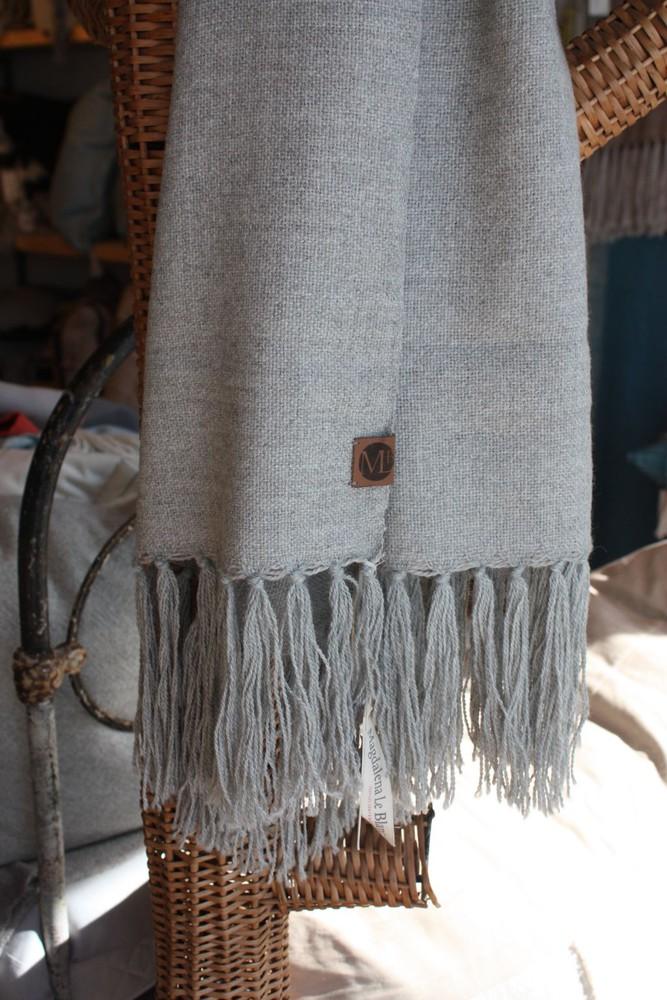 Chal de vestir de alpaca gris y rosillo