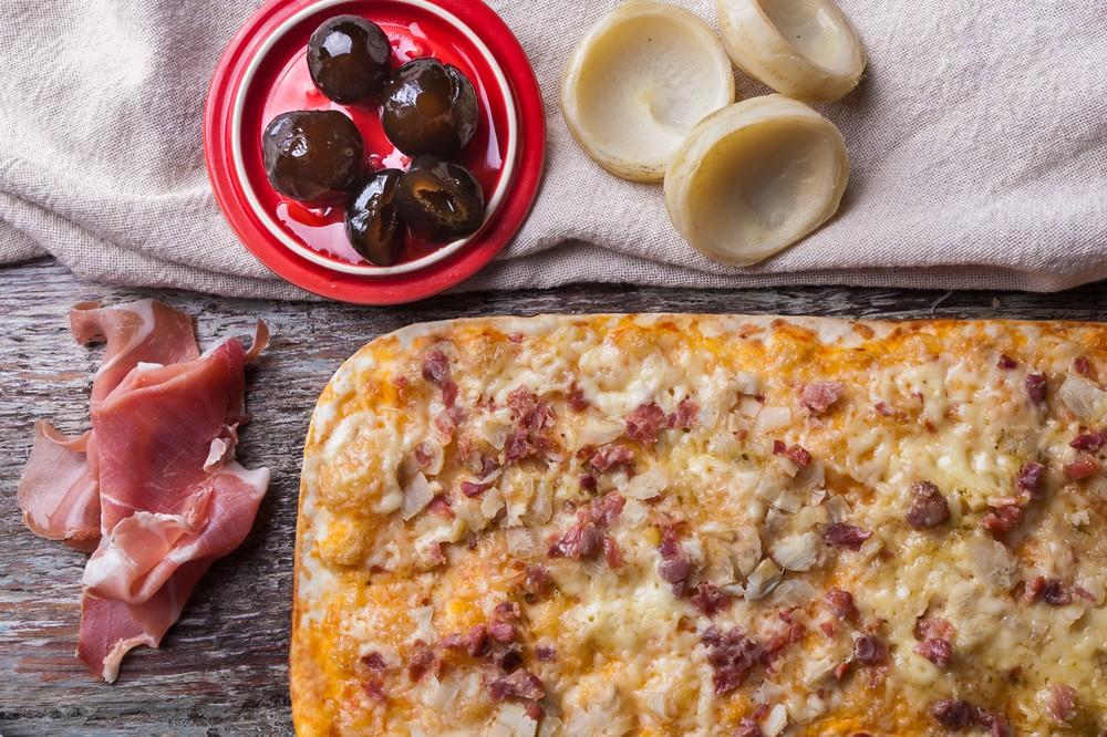 Pizza prosciutto 34 x 25 cms (sellado al vacío y congelado)