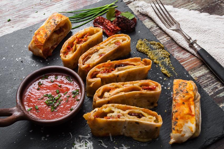 Stromboli caprese 25 x 10 cms (14 bocados para picar)