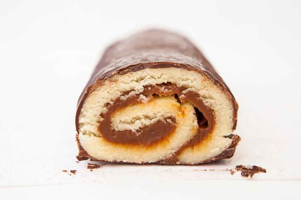 Brazo de Reina 790 gr mazapán de almendra, manjar y chocolate belga 790 grs