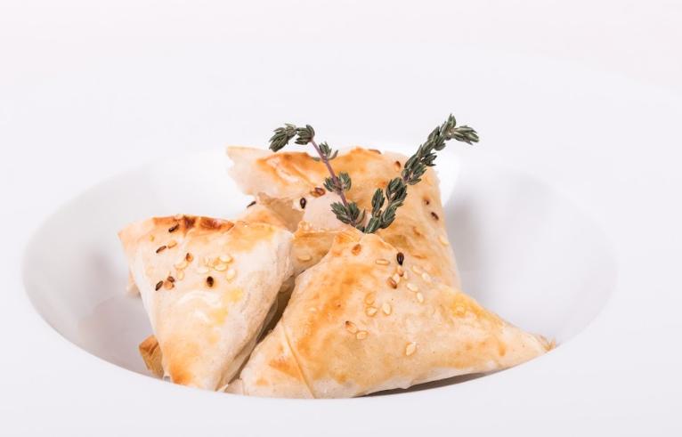 Empanaditas masa phyllo camembert jamón crudo