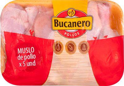Muslos de pollo en bandeja
